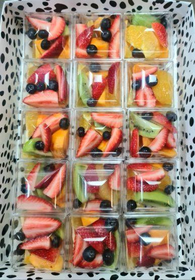 פירות העונה חתוכים